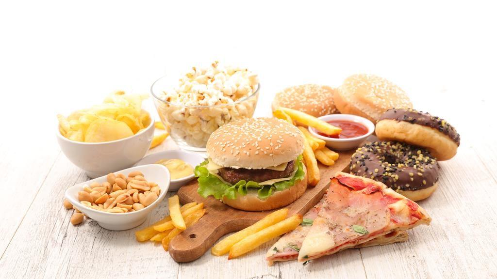 uma alimentação rica em alimentos refinados pode desencadear diabetes tipo 2