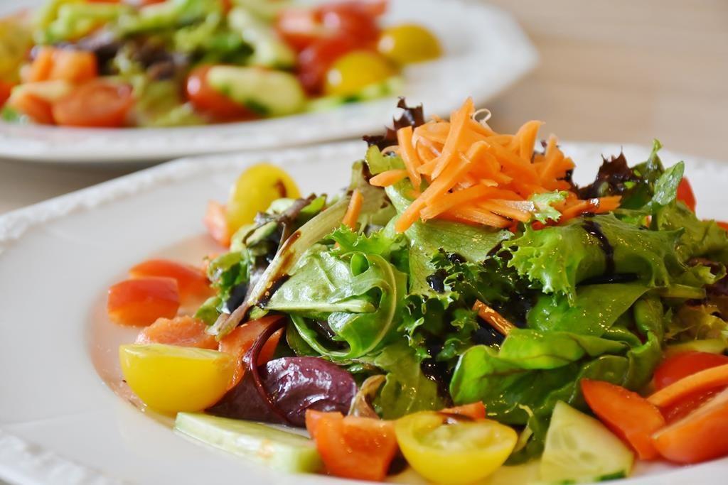 manter uma alimentação saudável ajuda na prevenção e tratamento a longo prazo do colesterol alto