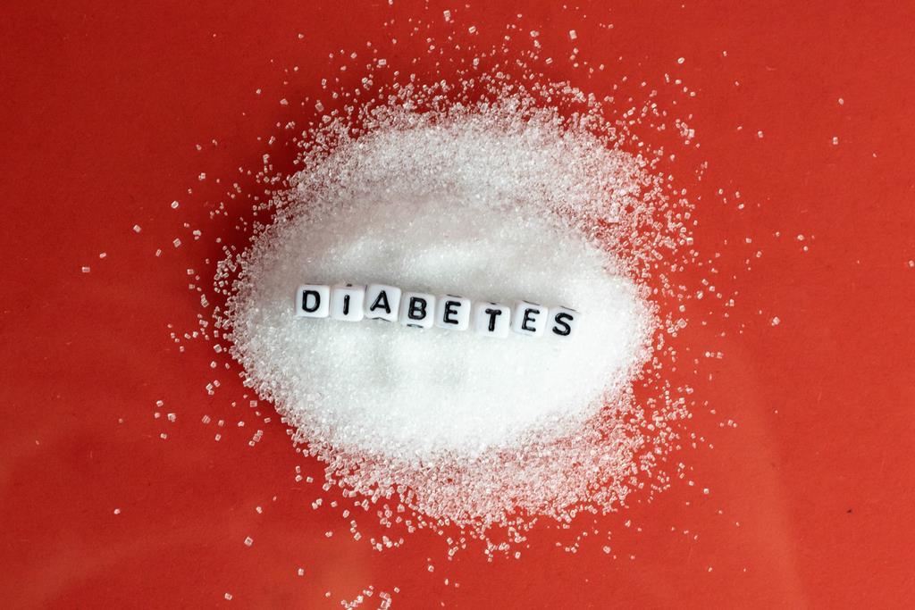 o alto consumo de açúcares pode ser um dos fatores a desencadear a diabetes tipo 2