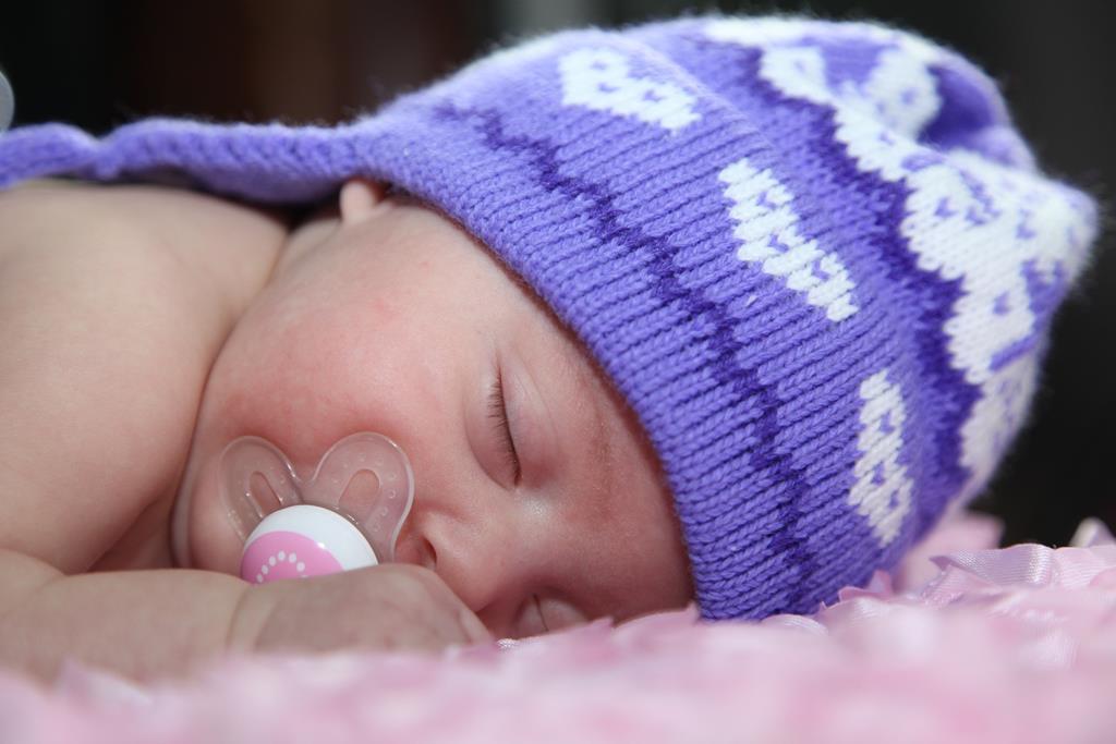 a recomendação dos especialistas é de que o bebê não durma de bruços nos primeiros meses