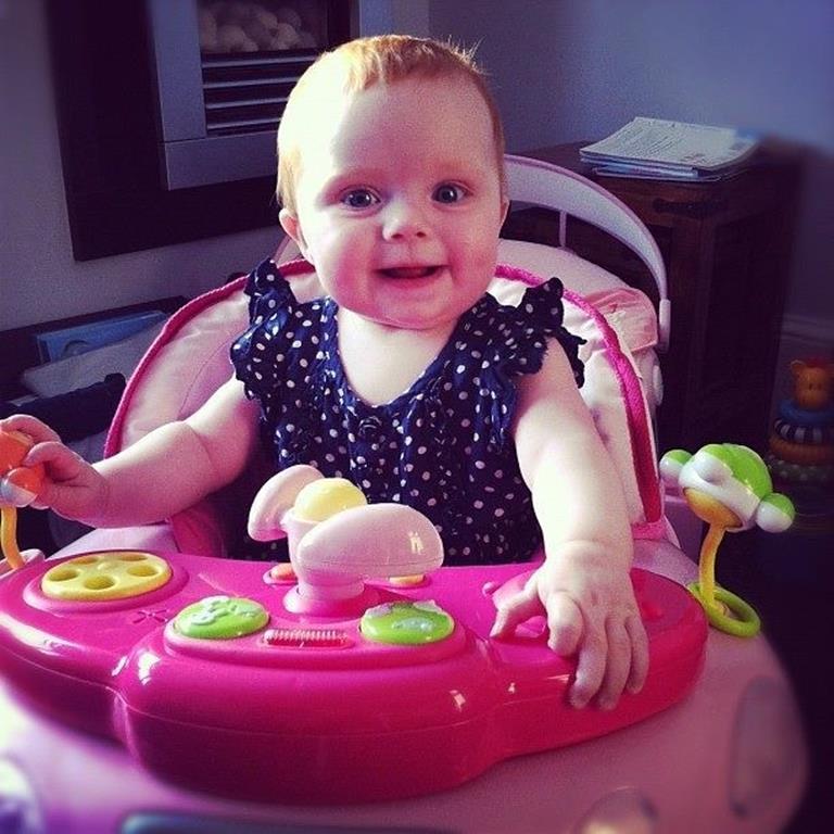 com quantos meses o bebê pode usar andador