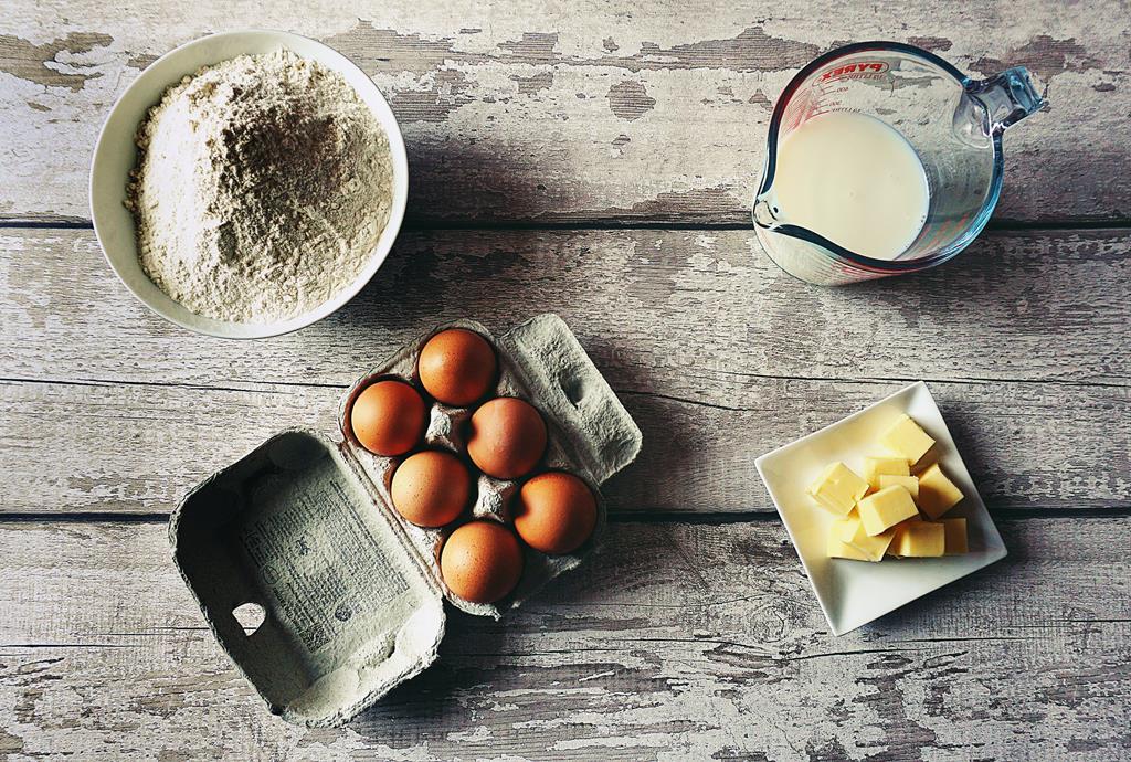 a vitamina A pode ser encontrada em alimentos como ovos, manteiga e leite