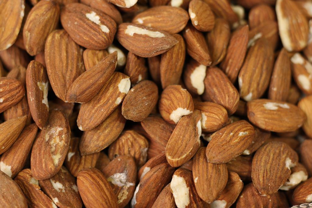 as oleaginosas como as amêndoas são fontes de vitamina E, ômega 3 e zinco, e são alimentos que auxiliam no fortalecimento do sistema imune