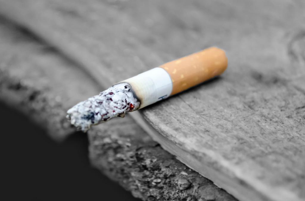 o cigarro é um exemplo de vício que contribui para a fragilização do sistema imunológico