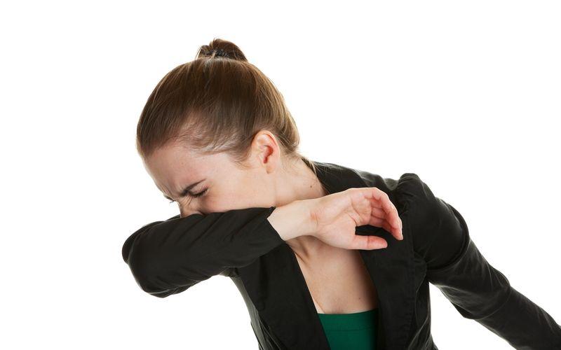 a tosse é um dos últimos sintomas a sumirem e pode durar até 2 semanas