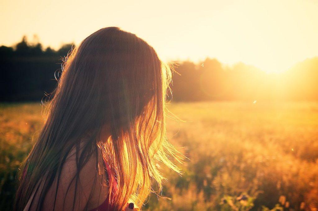vitamina d pode ser alcançada principalmente expondo-a à luz do sol