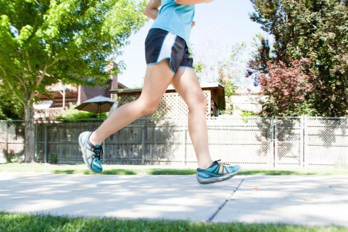 as dores normalmente surgem durante caminhadas ou corridas