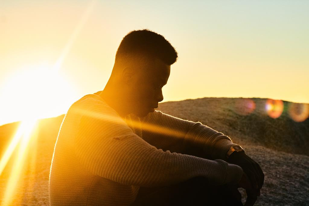 a vitamina D é encontrada com abundância no sol, e os melhores horários para ficar exposto aos raios solares são antes das 10h da manhã e depois das 4h da tarde