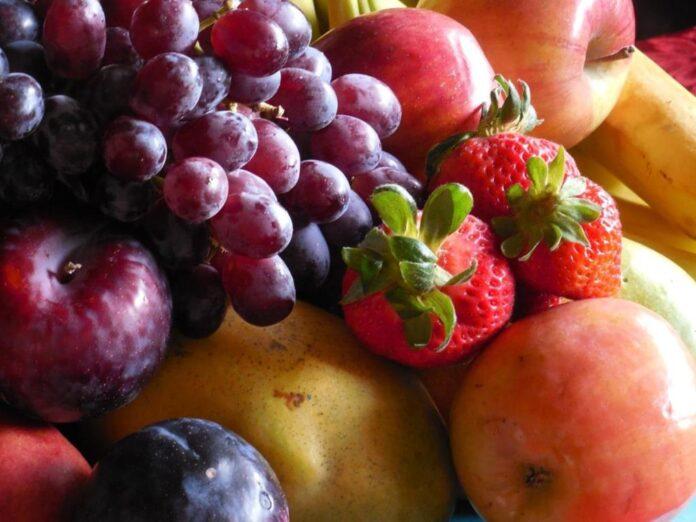 é importante evitar o consumo de mais de 3 porções de frutas por dia