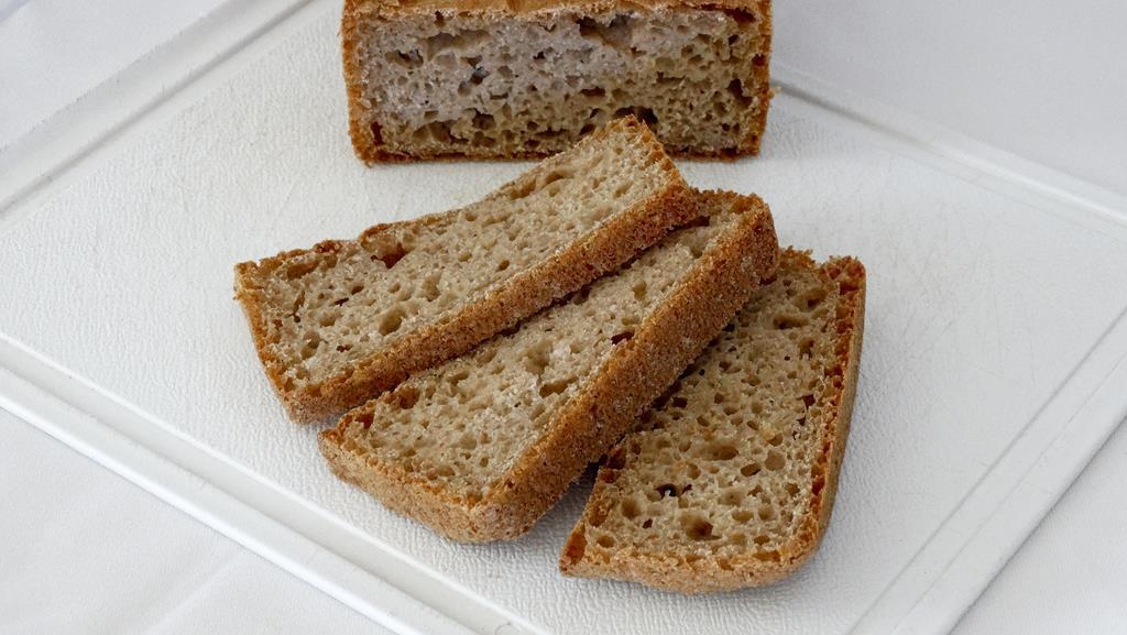 o pão integral é um alimento rico no nutriente graças ao trigo integral e sementes que vão na receita