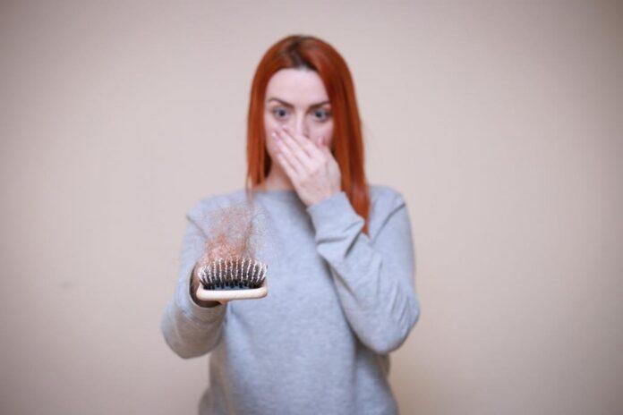 vitaminas que combatem a queda de cabelo