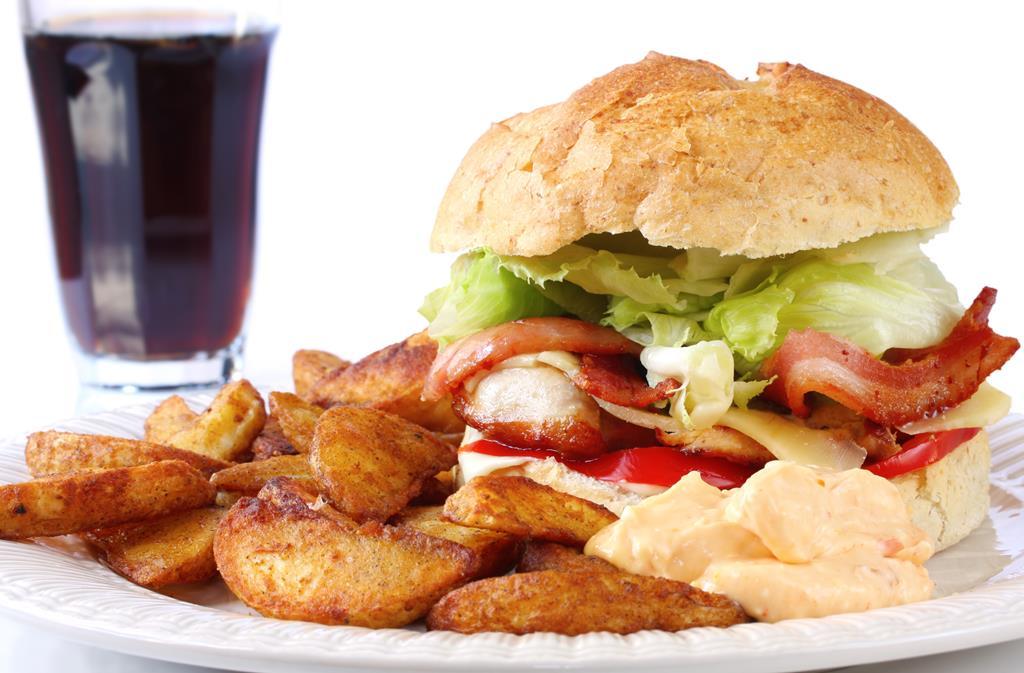 a mudança de hábitos alimentares é um dos principais tratamentos para quem sofre de pressão alta