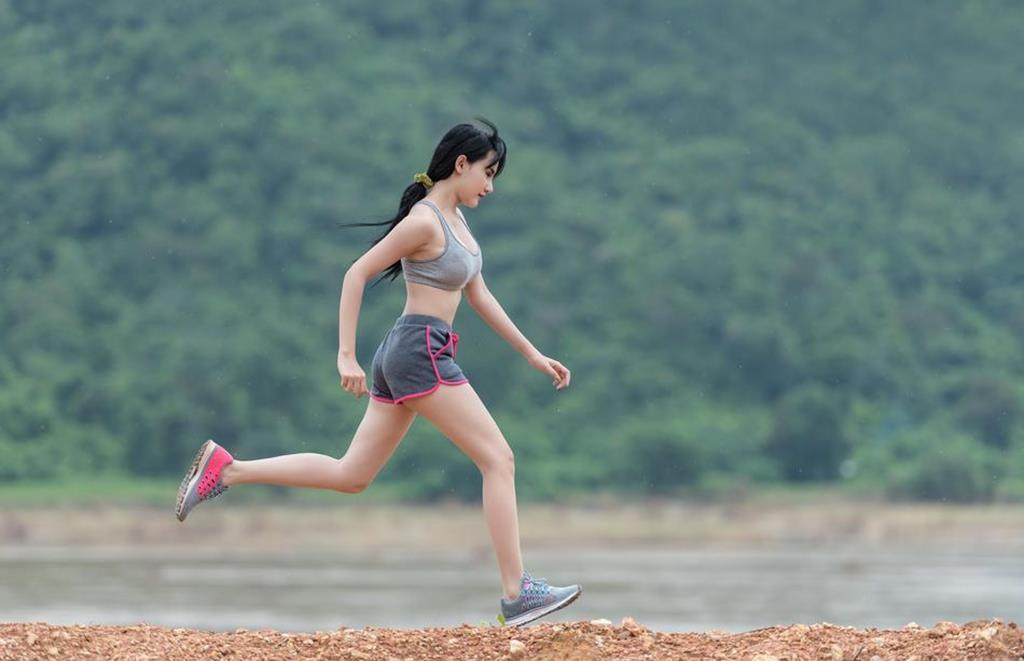 praticar atividades físicas regularmente ajuda a tratar e prevenir a celulite