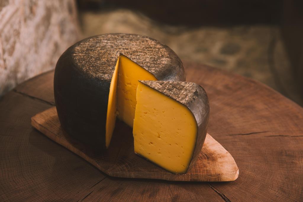 os queijos mais amarelos são os mais ricos em gorduras