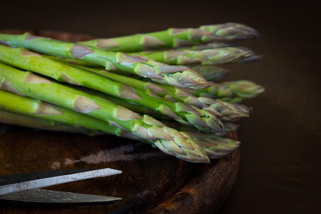 o aspargo é um vegetal rico em substâncias que promovem a diurese