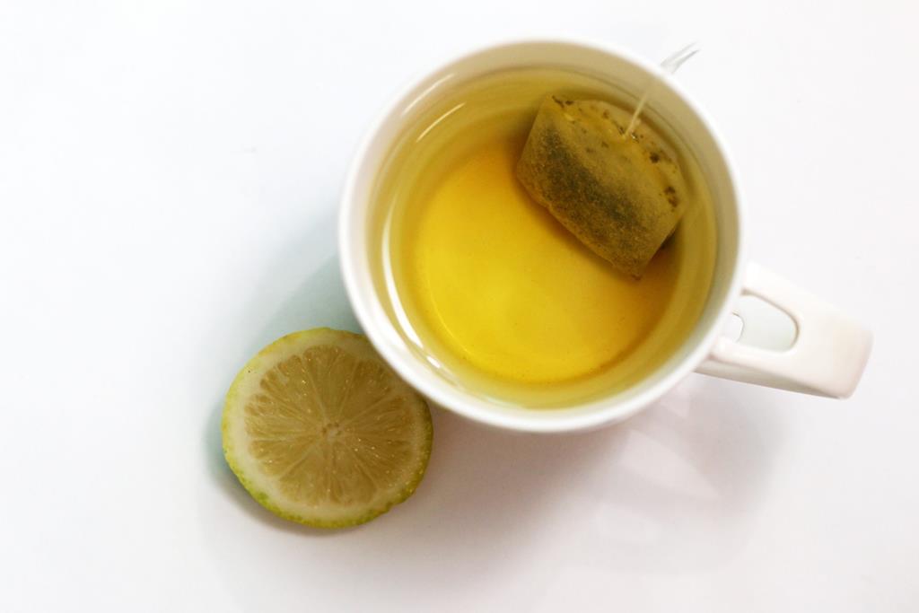 os chás ricos em flavonoides como o chá verde ajuda a diminuir as taxas de colesterol
