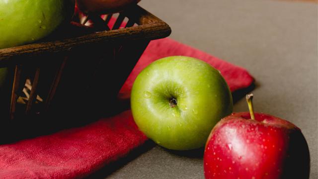 a maçã é rica em fibras, e atua diminuindo a absorção de gorduras no organismo